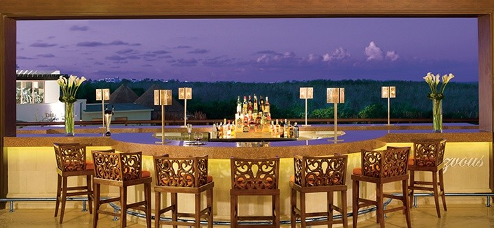 Meksyk - hotel Dreams Riviera Cancun, lobby bar The Rendezvous, tropical sun